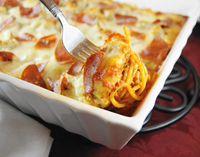 Pizza Spaghetti Bake  |  www.thekitchenismyplayground.com  |  #pizza #casserole #spaghetti