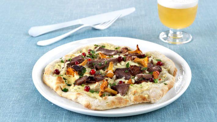 Eltefri pizza med reinsdyrskav, bacon og kantareller - MatPrat