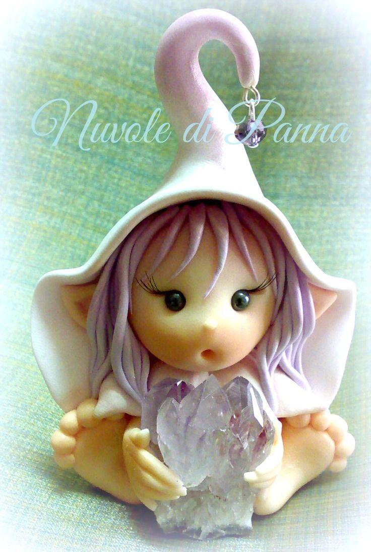 Elfo in fimo con gemma di Ametista Luce Di Maggio per Nuvole di Panna