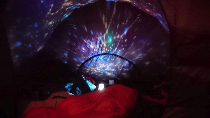 安い家庭用プラネタリウムをテントで使ったら子供が大喜び 2 000円で