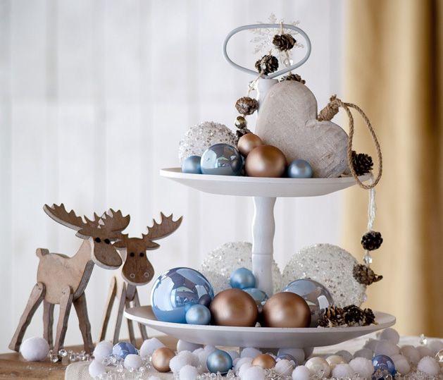 Rustici addobbi in legno e tante candele per ricreare l'atmosfera di un Natale nordico #christmas #winter #wonderland #white #blue #ice #wood #nordic #decor #inspiration #idea #moose