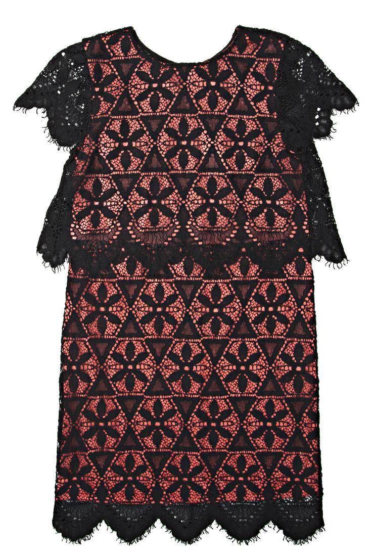 Robe de dentelle noire et corail à effet deux pièces / Two pieces effect black and coral lace dress!  https://www.tristanstyle.com/fr/women/dresses/8/