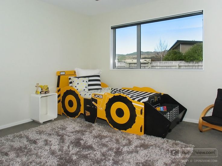 A great bed for a young construction enthusiast!