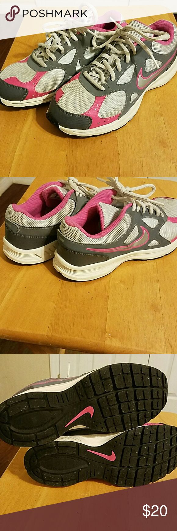 Ladies/girls Nike running sneakers Nike ladies/girls runners in excellent condition, worn by my daughter just a few times at golds gym expo. Nike Shoes Athletic Shoes