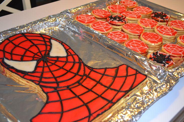 Spidermankage til min søns 5-års fødselsdag i 2013. Hindbærsnitte med glasur.