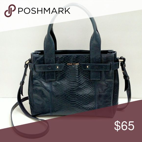 Cole Haan Navy Crossbody Beautiful Cole Haan crossbody purse in a navy color. In amazing condition, no flaws. Cole Haan Bags Crossbody Bags