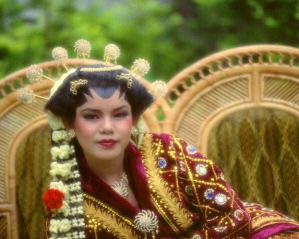 Javanese bride, Java, Indonesia