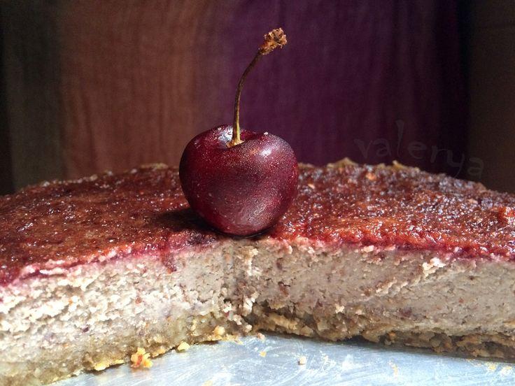 raw food . tarta cruda de cereza . link a la receta ♡ https://www.facebook.com/media/set/?set=a.10152649466451496.1073741994.587831495&type=1&l=035bb72e9f