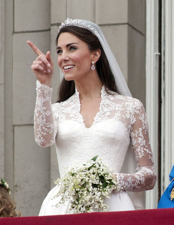 130 best duchess of cambridge kate middleton images on for Wedding dress princess kate