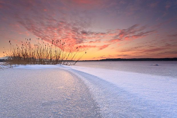 Fotograful Richard Egger si-a dorit sa surprinda culorile cerului, in timp ce soarele apunea. Insa fotografia pe care a realizat-o dupa ce soarele a coborat complet a fost cea mai frumoasa.