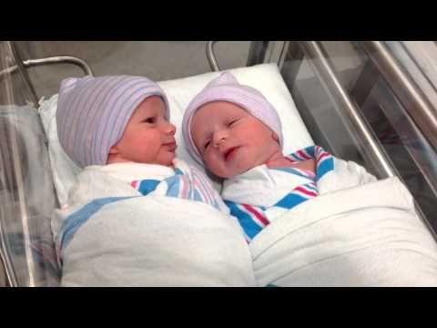 Bebês gêmeos recém-nascidos conversando? Dizem que sim!