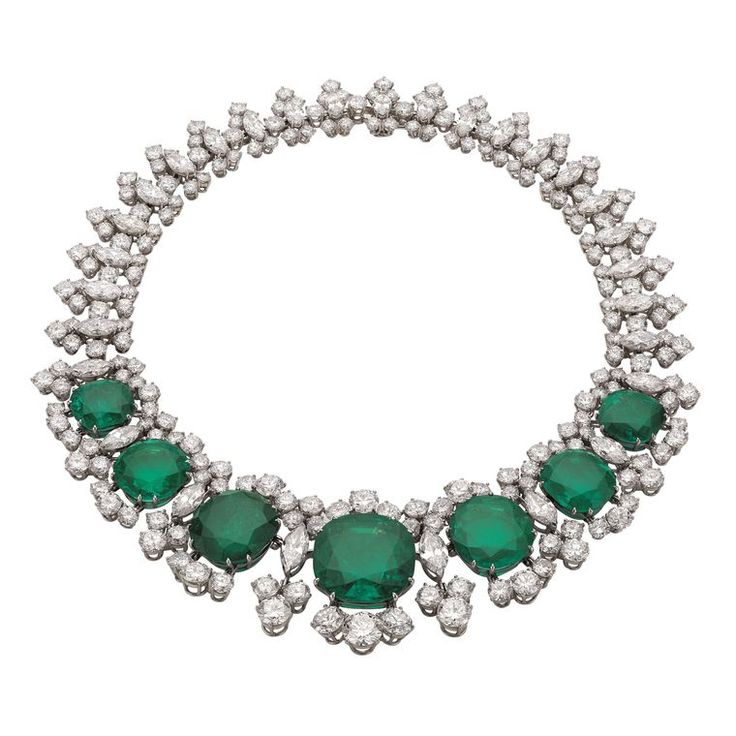 This Bulgari Seven Wonders necklace, created in 1961, is set with seven large Colombian emeralds and multiple diamonds. Discover more from Bvlgari's iconic and fashion past: http://www.thejewelleryeditor.com/jewellery/bulgari-history-of-style-celebrities-iconic-design/ #jewelry