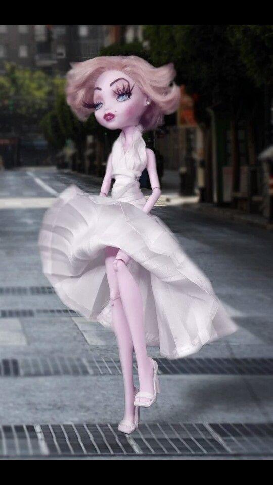 Monster high custom ooak Marilyn Monroe