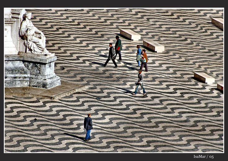 Walking on waves - Lisbon, Lisboa