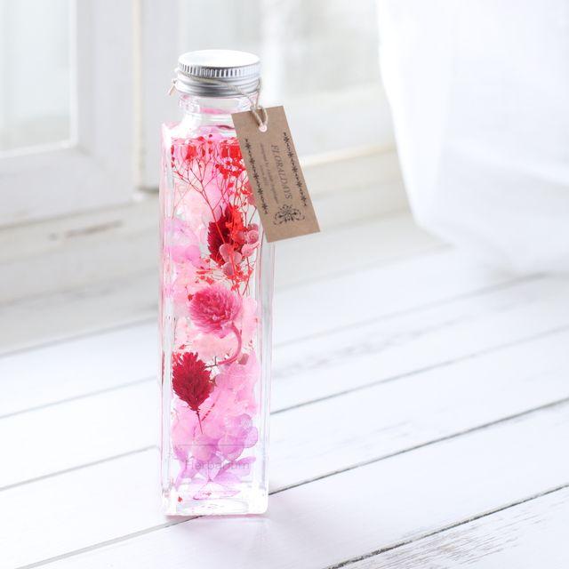 スイーツのようにみずみずしく美味しそうなピンクベリーカラーにレッドの差し色を入れて、女子力をぎゅっとつめたハーバリウムを作ってみました。ドレッサーやデスクの上、プライベートルームやリビングのインテリアに少し早く春色を加えてみてはいかがでしょうか。◆使用花...