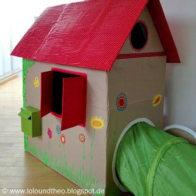 Ein kunterbuntes Spielhaus - selbstgemacht aus Pappkartons - Hinterausgang mit Tunnel - Haus mit Briefkasten