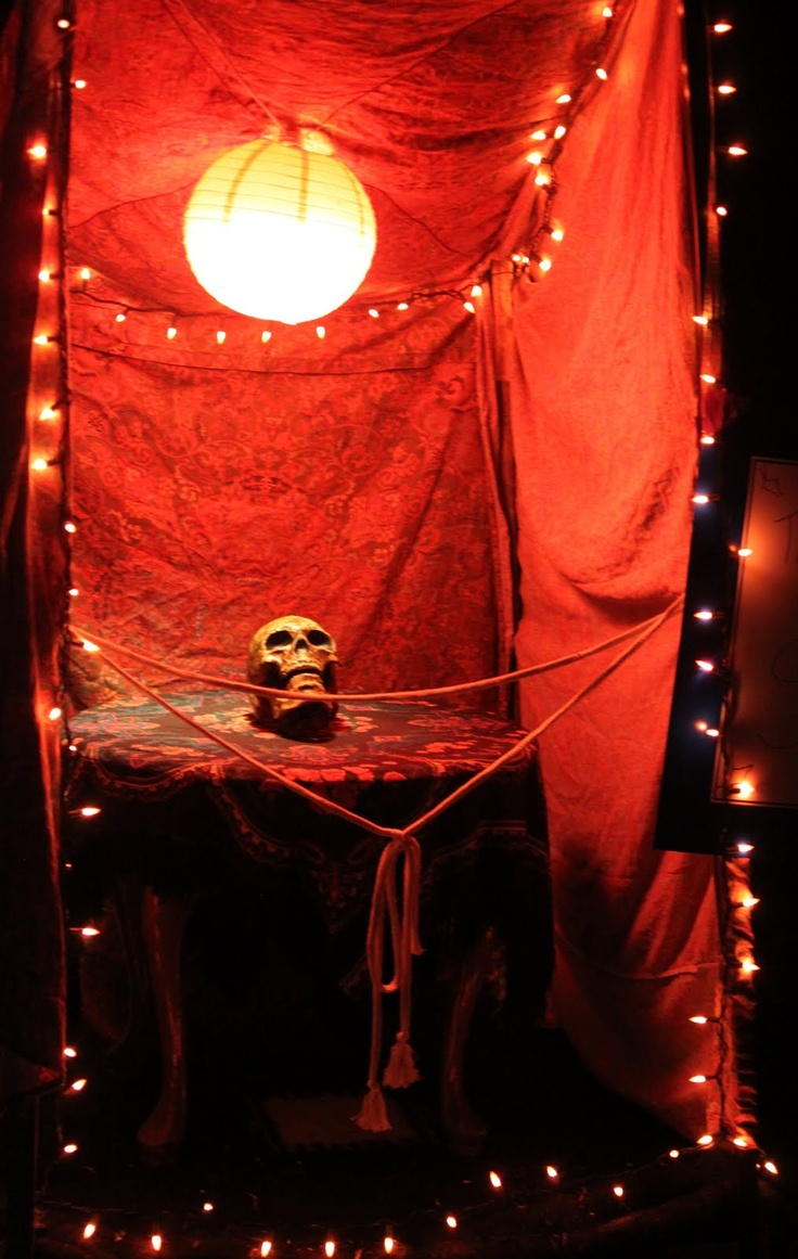 Link to a family Halloween circus with pics - Road To Joy: A Halloween Circus