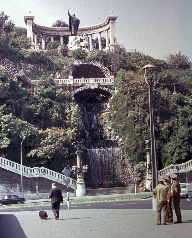 1975, Döbrentei tér, 1.kerület