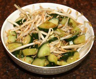 Oosterse komkommer salade met taugé