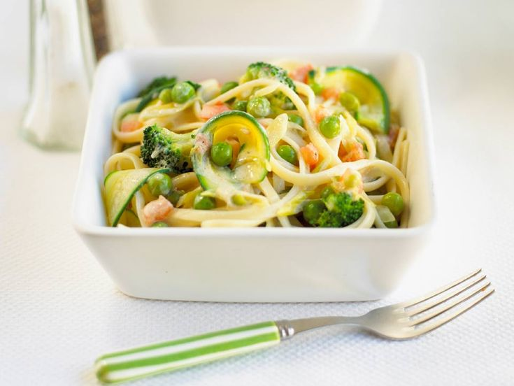 You can make this with spaghetti or tagliatelle. The sauce is very simple and quick to prepare. You can use other vegetables like carrot sticks or cauliflower florets depending on what your child likes. To preserve the vitamin C content of the vegetables, cook them in the minimum amount of water until they are just tender.