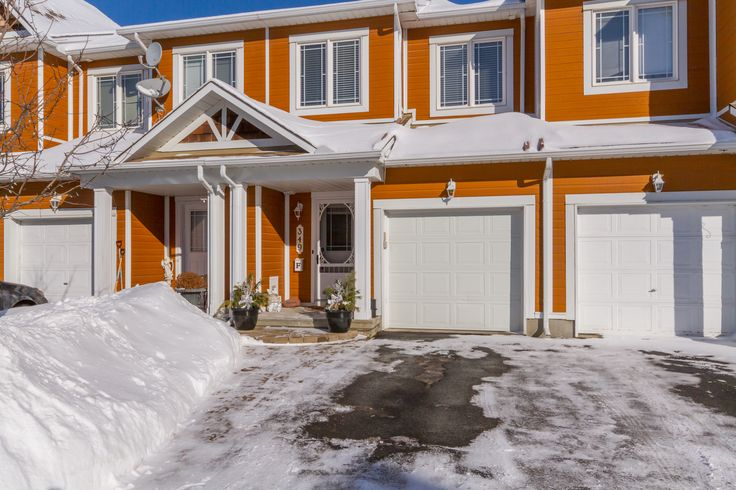 $299,900 One of a group of four, Freehold Condo Town Homes on a private street with no drive-through traffic, in a country-like setting in Kanata Sou...