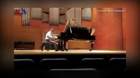 Misael adalah seorang pianis dan komposer muda Indonesia yang terpilih dalam program prestisius, Emerging Composers Fellowship, di mana dia berkesempatan belajar musik di New York dari beberapa musisi kelas dunia.  Simak #VOATrendingTopic bersama Ariono Arifin berikut ini. Di YouTube: https://youtu.be/lvznEpR0gIs