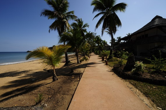 Spaziergang am Strand von Nosy Be, #Madagaskar Talking a walk at the beacht of #Nosy Be, #Madagascar © Easyvoyage
