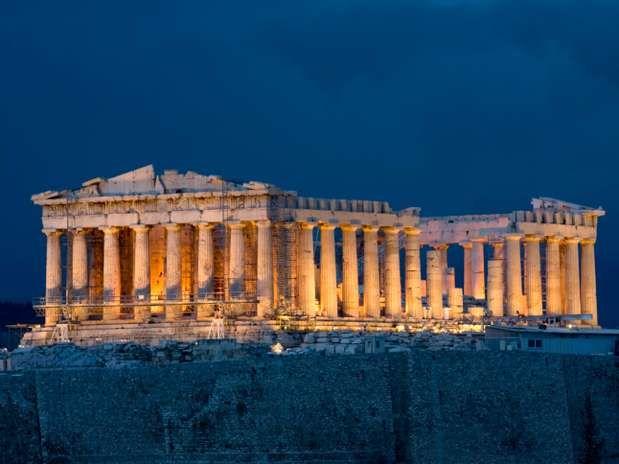 Atenas, Grécia: repleto de monumentos que representavam as vitórias políticas e honras conquistadas pelo povo, a arquitetura grega é facilmente reconhecida por seus templos e colunas. Boas opções de passeios para os apaixonados pela arquitetura grega são o Parthenon, o Templo de Atena e o Templo Olímpico de Zeus  Foto: Getty Images