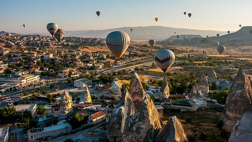 Göreme, Kapadokya - Ballooning at dawn