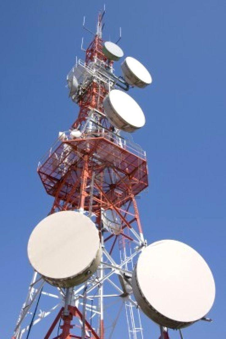 Un sitio de célula también tiene una torre y antenas, así como un enlace a un interruptor distante, que se llama móvil telecomunicaciones de oficina de conmutación (MTSO).