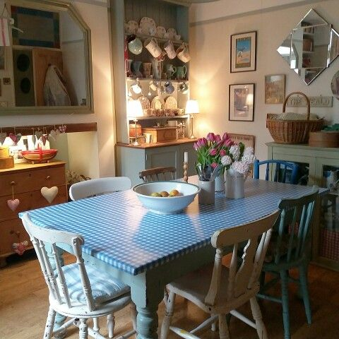 New oilcloth on the kitchen table for spring.