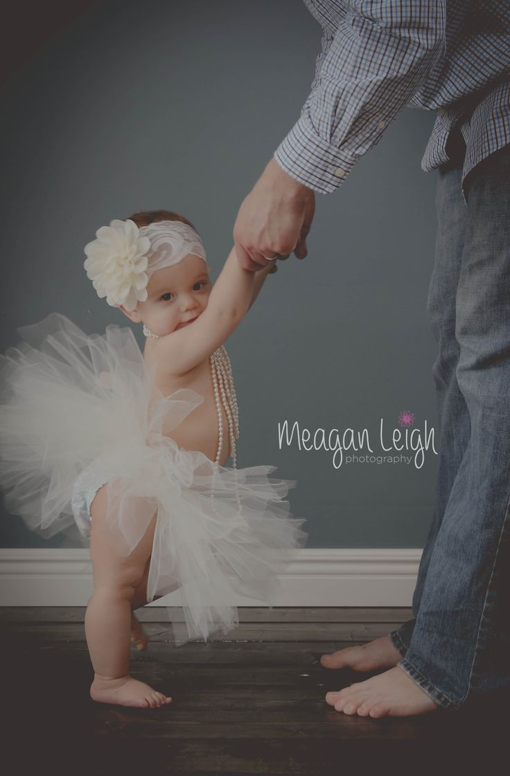 Father daughter picture. Family picture. Baby pictures idea.  Grand Blanc MI www.facebook.com/meaganleighphotos