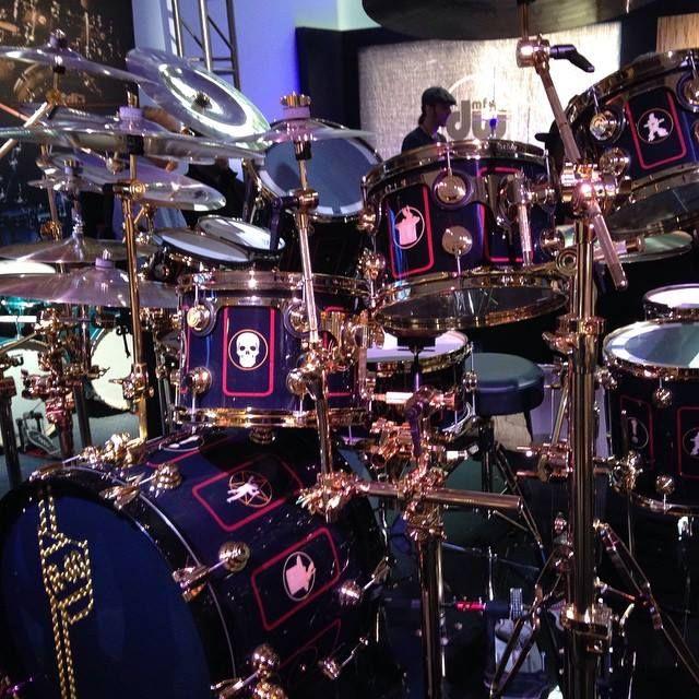 neil peart of rush r40 drum kit with custom dauz bulls