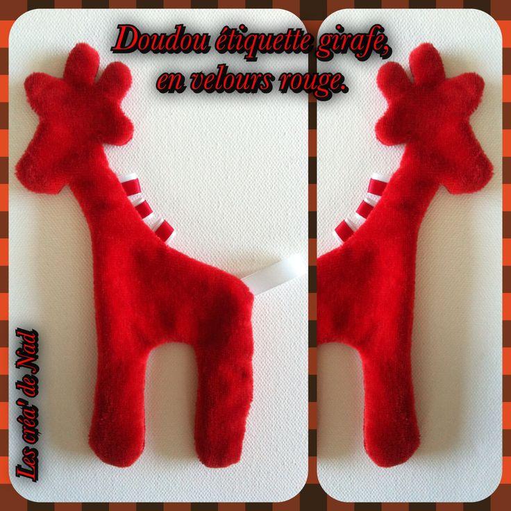 DIY Doudou étiquette girafe, en velours rouge.