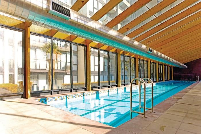 Need the most amazing #getaway family #hotel in #Australia? The #Melbourne Short Stay Apartments are the place to be! Just take a look at this pool! I am sure your kids will love it too!
