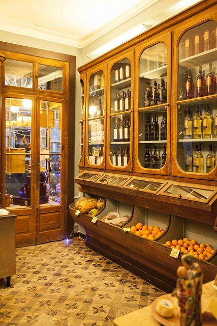 A Mimosa da Lapa - Grocery store, bikes and culture - Lisbon