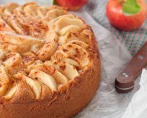 Gâteau aux pommes sans beurre à la compote : http://www.fourchette-et-bikini.fr/recettes/recettes-minceur/gateau-aux-pommes-sans-beurre-a-la-compote.html
