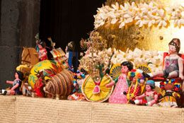 Do you wish to learn about Mexican Christmas traditions? Christmas, which is known as 'Navidad' in Mexico, is a religious holiday. Scroll down to know more about the Christmas celebrations in Mexico.