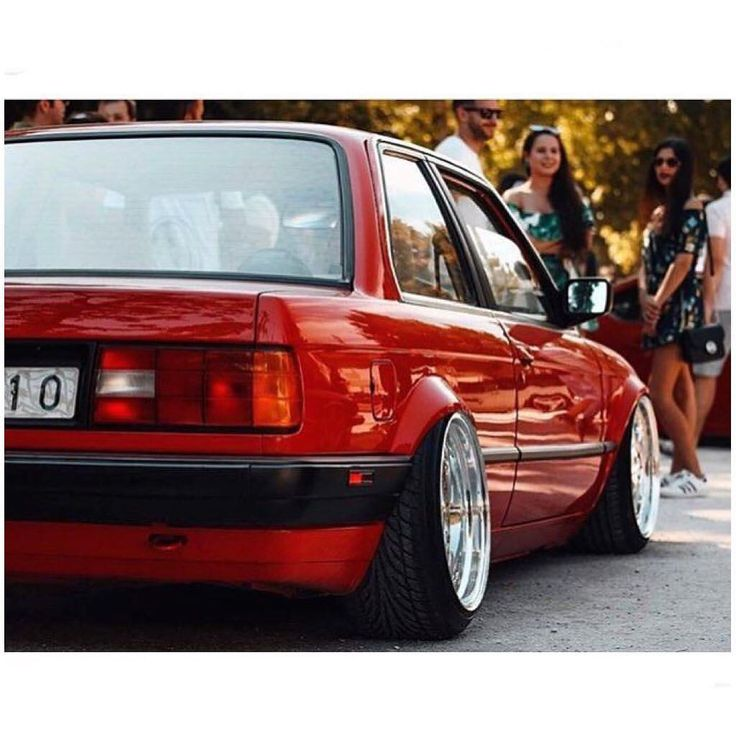 E30 Foto: To it's respective owner #KlasickFtm3nt #BMW #UltimateDrivingMachine #Bimmer #BMWClassic #e30