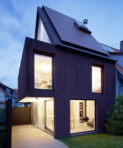 oversized middle floor that cantilevers across the driveway / Finckh Architekten