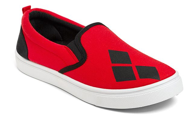 Isn't it about time you broke out the ol' Harley Quinn Ladies' Slip-on Sneakers? Alternating black and red fabric, these slip-on sneakers have the requisite 3 diamond pattern.