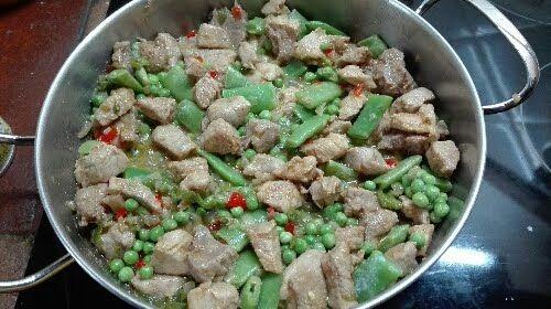Arroz con carne y verduras http://aymajames.blogspot.com.es/2015/11/arroz-vaporizado-con-carne-y-verduras.html