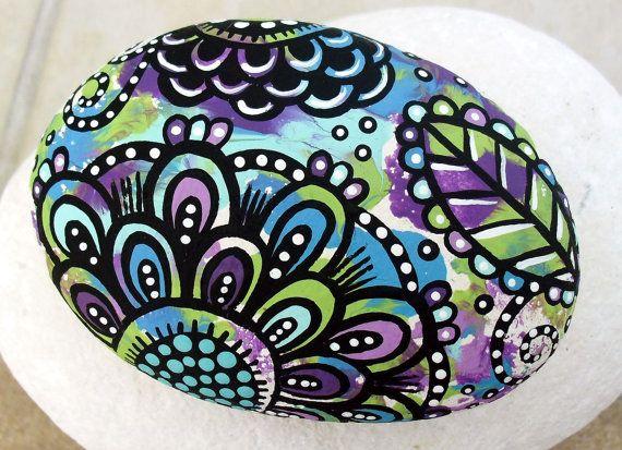Handgemalte bunte eines eine Art abstrakte florale Original Kunst River Fels/Stein Papiergewicht
