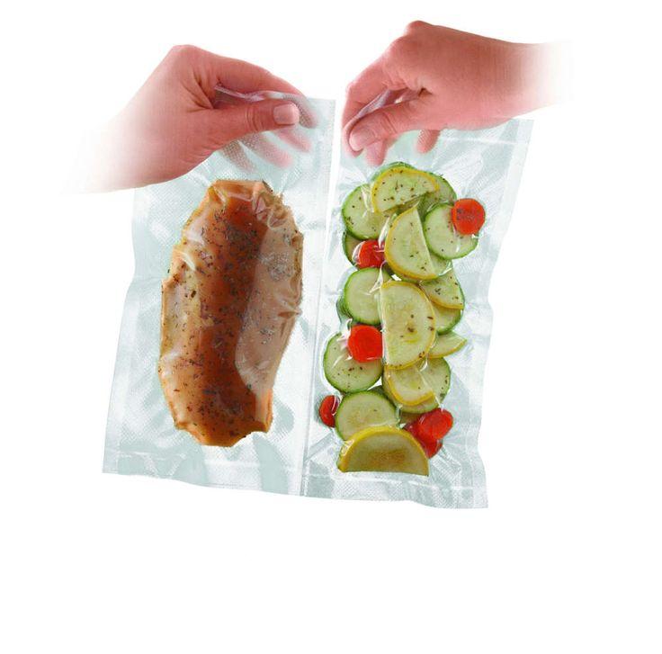 Foodsaver FSR002 Portion pouch vacuumfolie 2 rollen 28 cm x 4,80 mtr  2 x geportioneerde vacuum gesealde rollen, halveer de sealtijd: seal 2 zakken tegelijkertijd. € 23,95