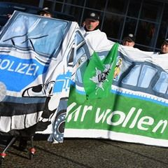 Police stage Potsdam protest ahead third round of wage talks