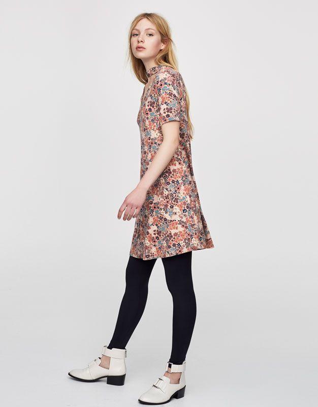 Bedrukte jurk met chokerhals - Jurken - Kleding - Dames - PULL&BEAR Netherlands