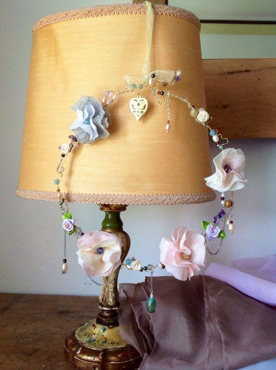 Ghirlanda in filo metallico con fiori di stoffa e pietre semipreziose on Etsy, €37,00