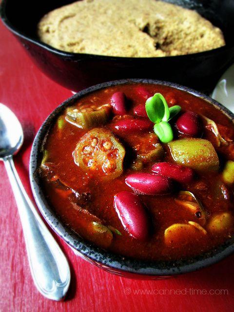 Cocina lenta picante de Chile Quingombó mexicano.