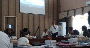 Menejer Muda PT KTI, Zein Latief saat menjelaskan kronologinya