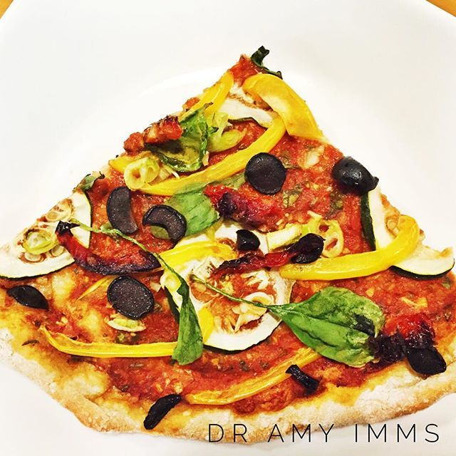 Day 15 - dinner - wholemeal pizza with sundried tomatoes & olives #30dayfoodchallenge #plantbased #wholefoods #plantbasedwholefoods #vegan #healthydinner #veganpizza